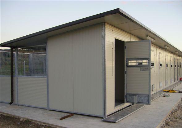 Laika progettazione produzione e vendita di canili box for Costruire box per cani