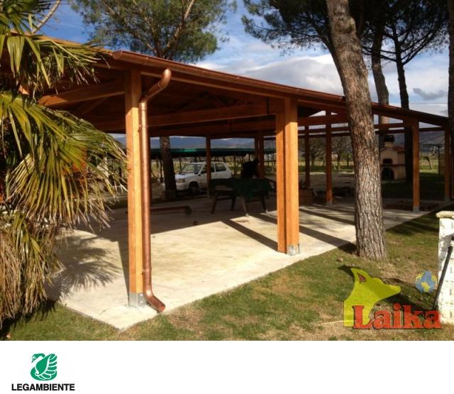 Laika progettazione produzione e vendita di canili box for Arredi in legno